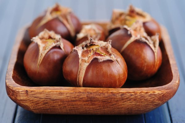 roasted-chestnuts-in-bowl_iyilm7
