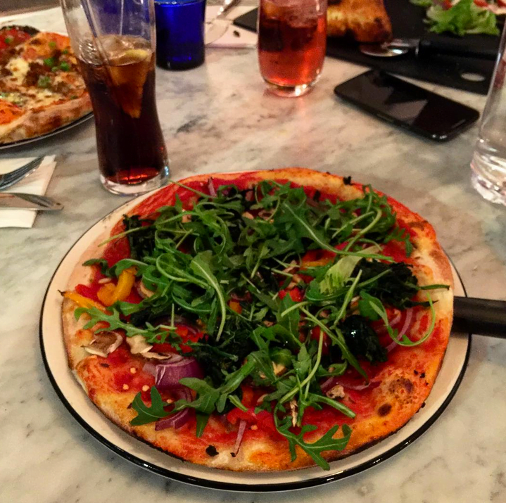 8 chain restaurants that do great vegan food vivre le r ve for Pizza and fish express